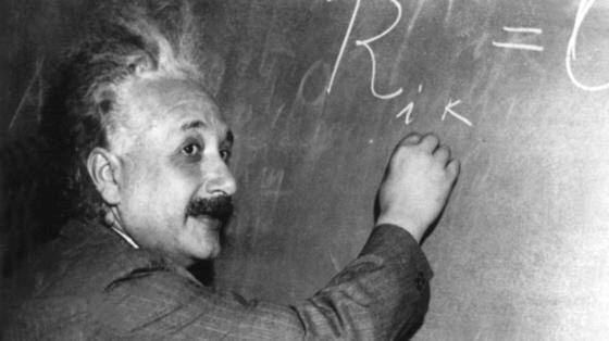 Albert Einstein erhält den Nobelpreis für Physik.